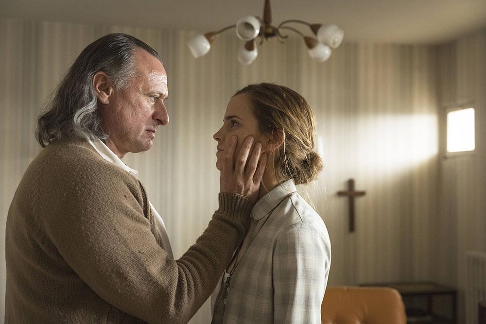 Colonia: Novo trailer traz Emma Watson convertendo-se a uma seita sinistra