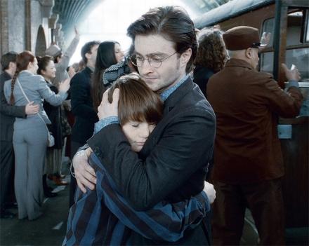 J.K. Rowling vai lançar oitavo livro de Harry Potter, que continua a saga com os filhos do bruxo