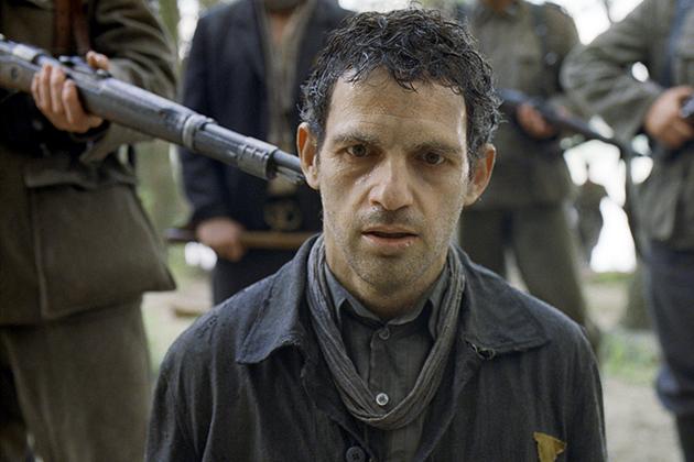Crítica: O Filho de Saul desnuda cotidiano da fábrica da morte do Holocausto