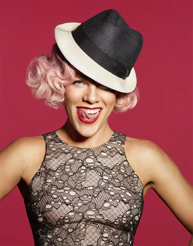 Pink revela nova música de Alice Através do Espelho