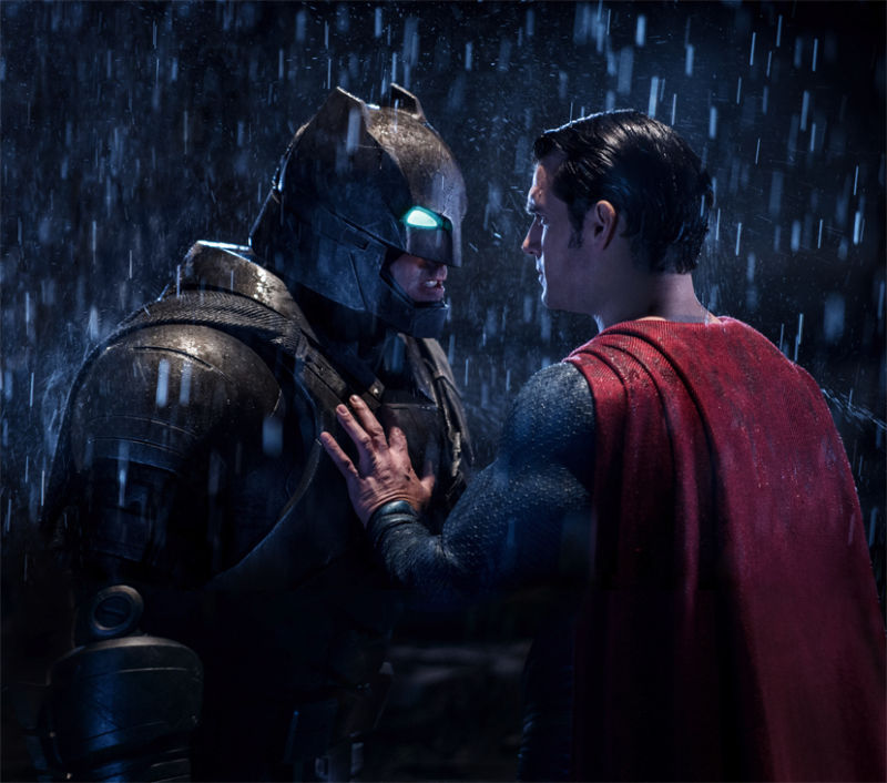 Crítica: Batman vs. Superman é sério, sombrio e violento. Em suma, não é um filme da Marvel
