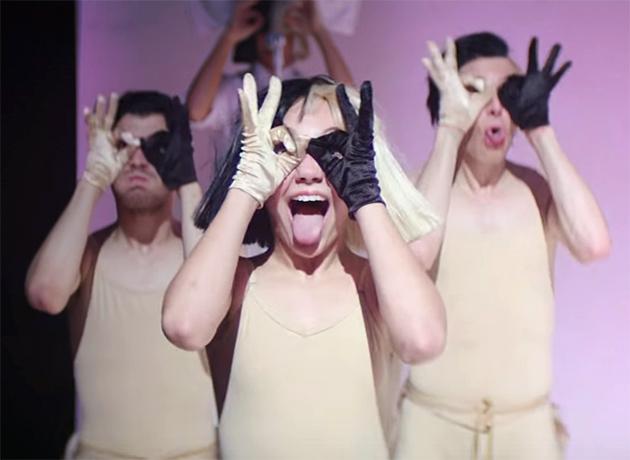 Sia retoma parceria com sua Mini Me, Maddie Ziegler, em novo clipe