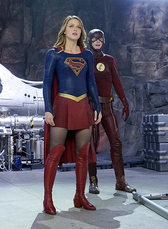 Supergirl: Teasers já incluem a heroína entre os super-heróis da ...