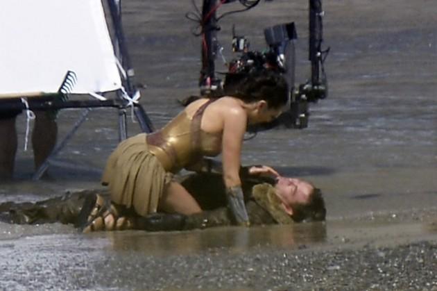 Mulher-Maravilha: Fotos das filmagens revelam cena importante da ...