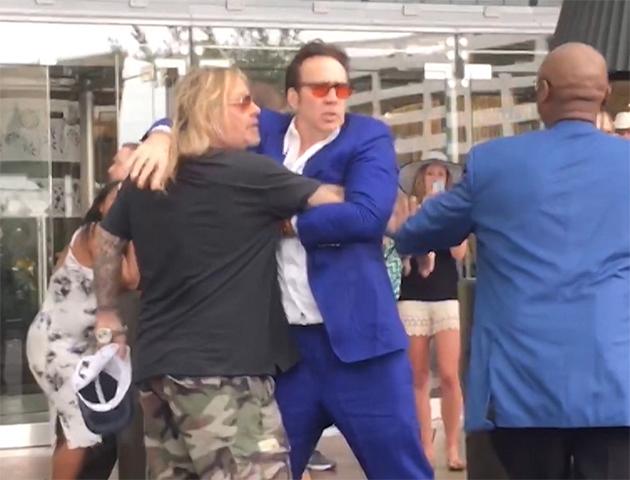 Vídeo flagra briga de Nicolas Cage com o cantor Vince Neil - Pipoca ...