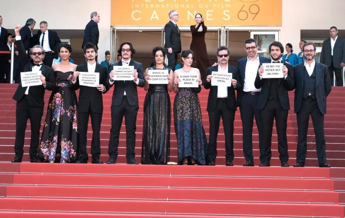Cannes: Brasileiros levam protestos de esquerda para a terra do ...
