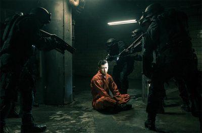 Esquadrão Suicida: Clipe da trilha mostra Twenty One Pilots na prisão com os vilões da DC Comics