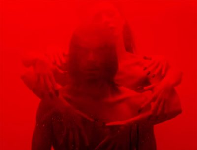 Música produzida pelo cineasta David Lynch ganha clipe macabro