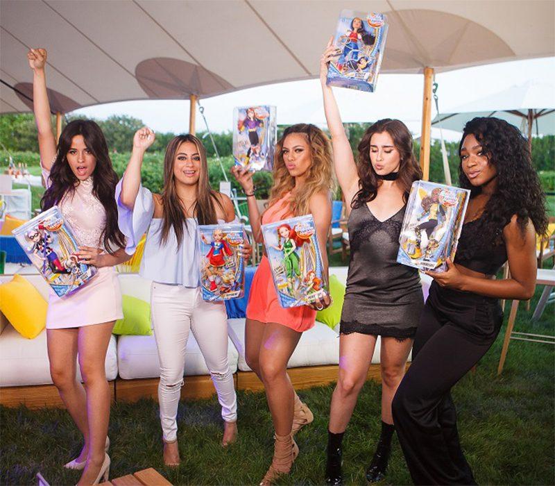 """DC Super Hero Girls e Fifth Harmony se juntam para celebrar o """"girl superpower"""" em vídeos musicais"""
