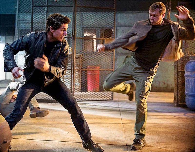 Jack Reacher: Tom Cruise é crítico de penteados em nova cena ...