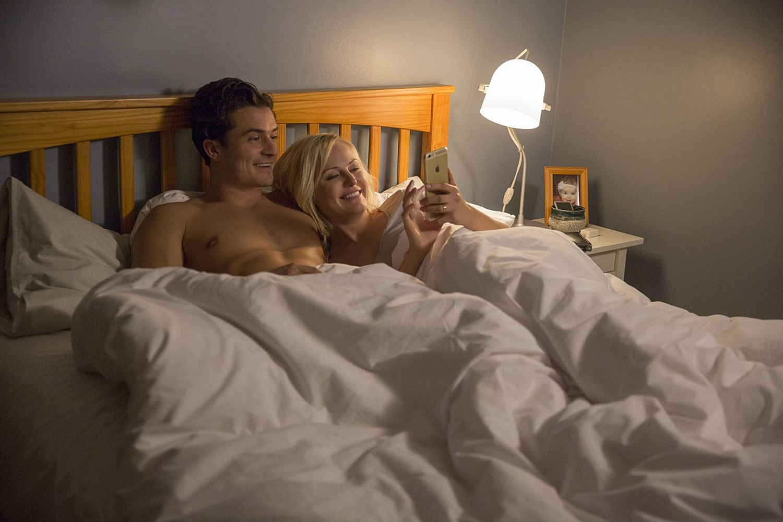 Easy: Série de humor sexual com Orlando Bloom ganha fotos e ...