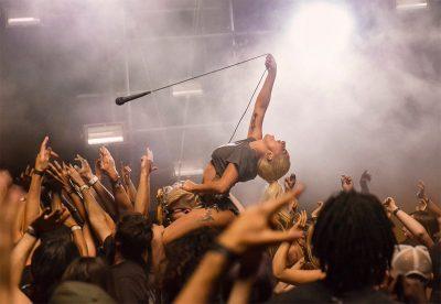 Lady Gaga vira roqueira no clipe de Perfect Illusion
