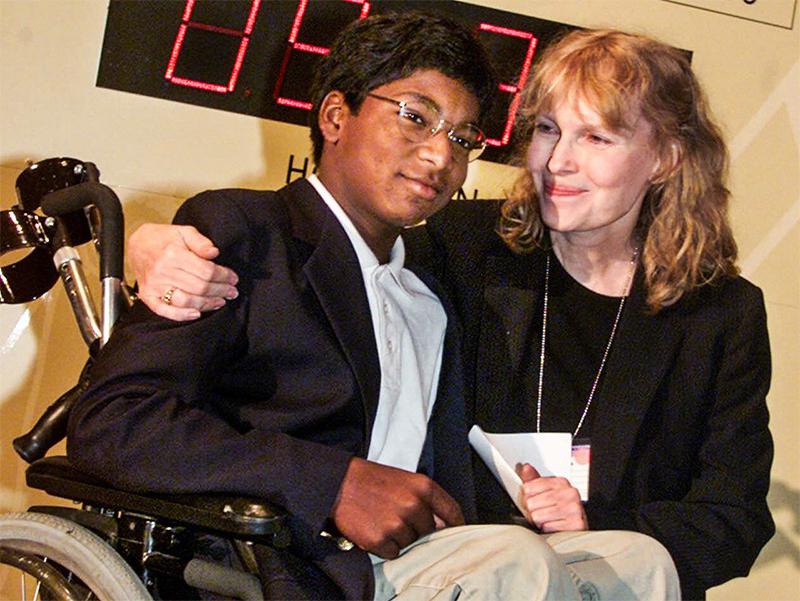 Filho mais novo de Mia Farrow se mata com um tiro - Pipoca Moderna