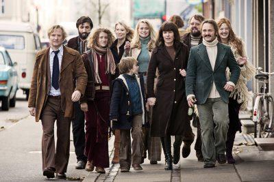 Crítica: A Comunidade explora a utopia hippie e socialista da vida coletiva