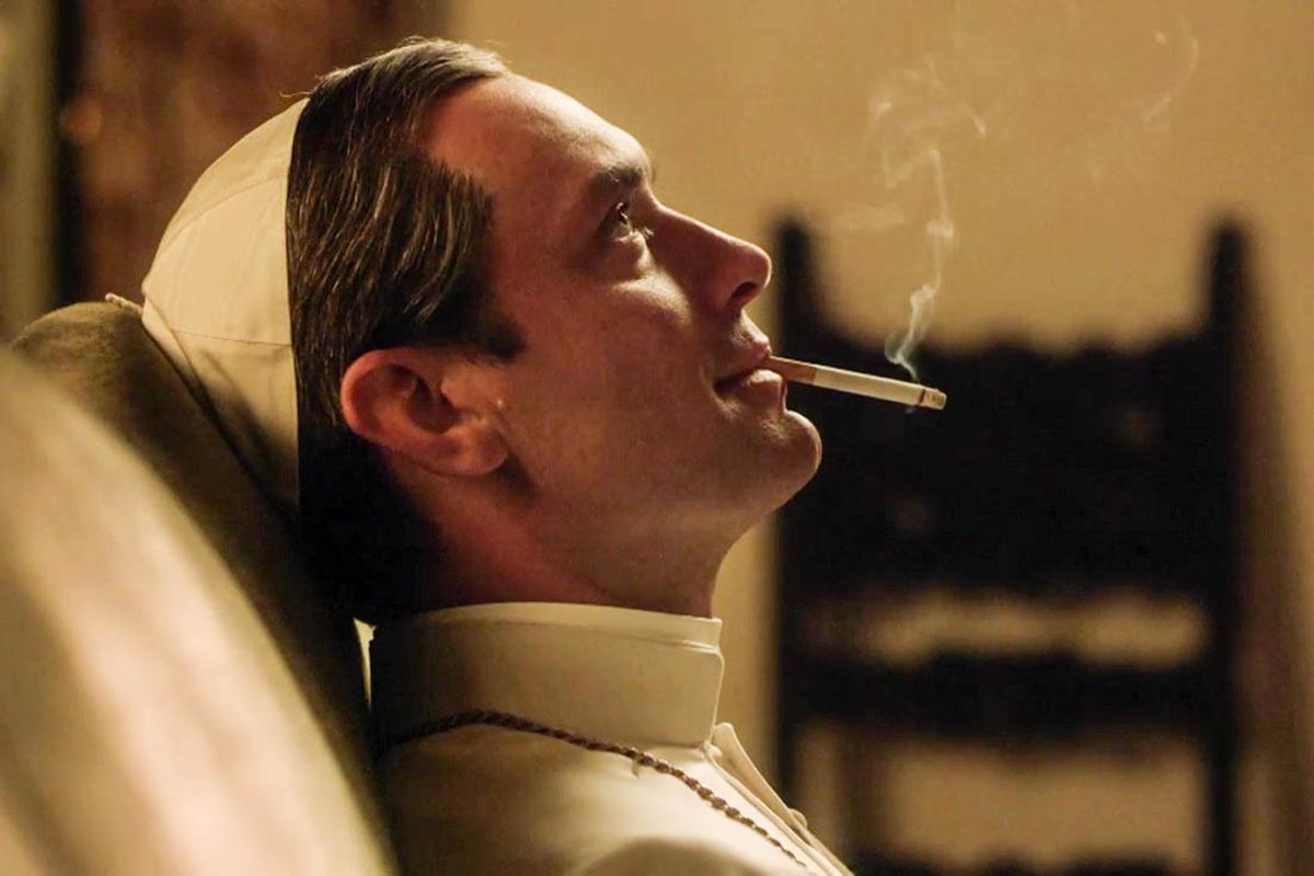 The Young Pope: Jude Law vive um Papa jovem e ameaçador em ...