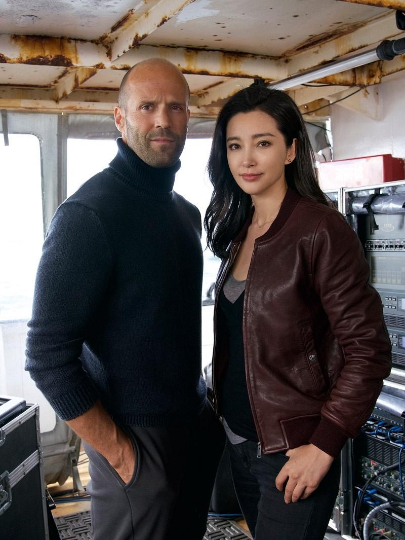 Meg: Primeira foto oficial do filme de tubarão pré- histórico junta ...