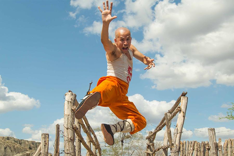 Crítica: O Shaolin do Sertão vai de Tarantino a Didi Mocó em busca ...