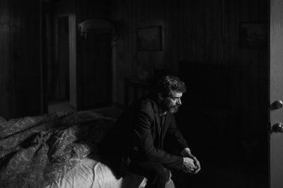 Logan: Hugh Jackman aparece solitário em nova foto do terceiro filme de Wolverine