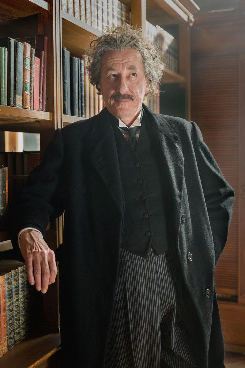 Geoffrey Rush é Einstein em trailer impactante da nova série Genius