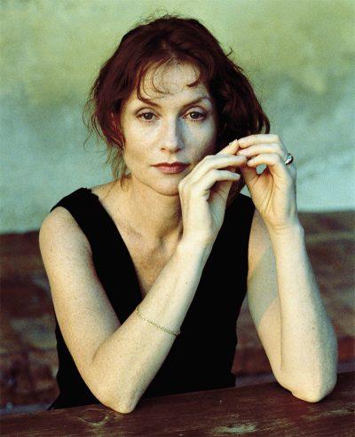 Isabelle Huppert vai viver uma mulher fatal no remake do suspense Eva