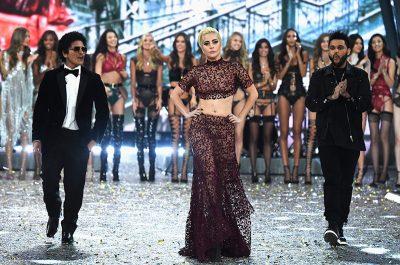 """Lady Gaga, Bruno Mars e The Weeknd divulgam """"clipes"""" gravados no Victoria's Secret Fashion Show"""