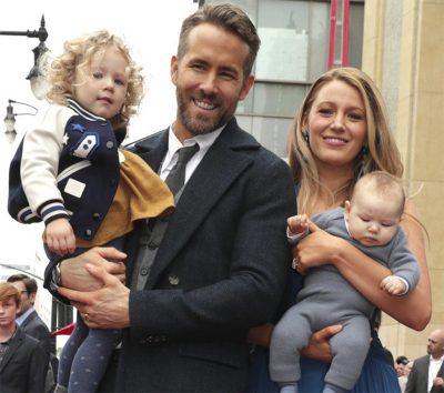 Ryan Reynolds e Blake Lively aparecem pela primeira vez com as filhas durante homenagem