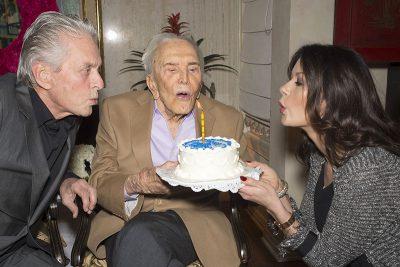 Kirk Douglas completa 100 anos de vida