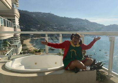 Intérprete de Chiquinha compartilha foto como a personagem de Chaves de férias em Acapulco
