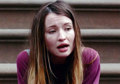 Emily Browning canta no teaser do drama indie Golden Exits
