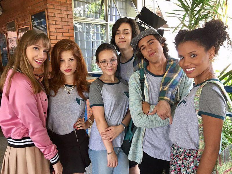 Larissa Manoela vira nerd na primeira foto de seu novo filme, Meus 15 Anos
