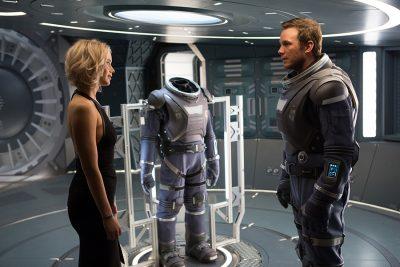 Crítica: Nem carisma de Jennifer Lawrence e Chris Pratt impede Passageiros de se perder no espaço