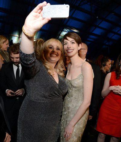 Anne Hathaway e Rebel Wilson farão versão feminina da comédia Os Safados