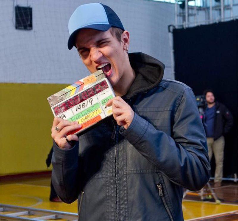 Christian Figueiredo apresenta seus amigos de escola retratados no filme Eu Fico Loko