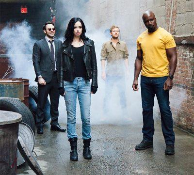 Novas fotos registram bastidores do encontro do Demolidor, Jessica Jones, Luke Cage e Punho de Ferro