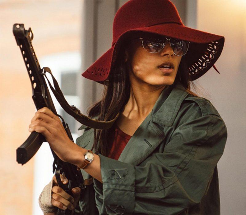 Freida Pinto e Idris Elba enfrentam o racismo à bala nos trailers da minissérie Guerrilla
