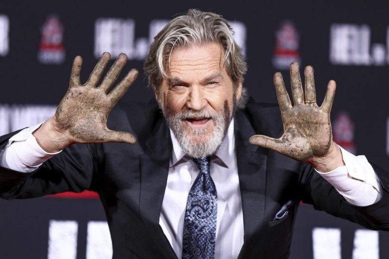 Jeff Bridges deixa a marca de suas mãos em Hollywood