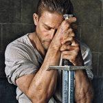 Charlie Hunnam é o Rei Arthur em novo teaser repleto de efeitos visuais