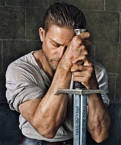 Charlie Hunnam enfrenta Jude Law, efeitos visuais e muita câmera lenta no novo trailer legendado de Rei Arthur