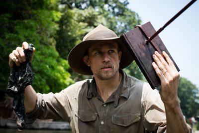 Charlie Hunnam e Robert Pattinson enfrentam índios na Amazônia em novo trailer épico