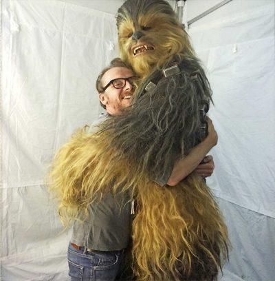 """Cena cortada de """"Star Wars: O Despertar da Força"""" mostra ato chocante e ultraviolento de Chewbacca"""