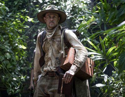 18 fotos de drama histórico mostram Charlie Hunnam e Robert Pattinson perdidos na Amazônia