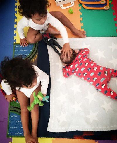 Zoe Saldana anuncia que virou mamãe e compartilha foto de seu novo bebê