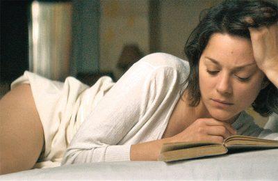 Marion Cotillard se apaixona por Louis Garrel no trailer legendado de  Um Instante de Amor