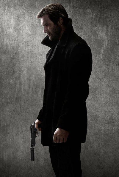 Ator de Vikings vive papel de Liam Neeson em comercial e fotos da série baseada em Busca Implacável