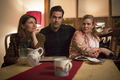 Último trabalho de Carrie Fisher, 3ª temporada de Catastrophe ganha data de estreia