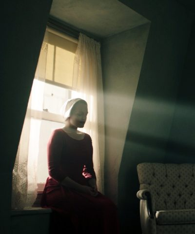Novo trailer da série distópica The Handmaid's Tale destaca opressão sexual e visual estilizado