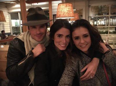 Nikki Reed celebra amizade com Nina Dobrev com denúncia da cultura do ódio dos sites de celebridades