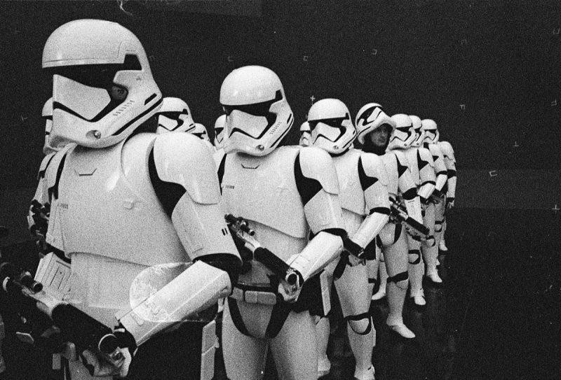 Diretor divulga nova foto de bastidores de Star Wars: Os Últimos Jedi