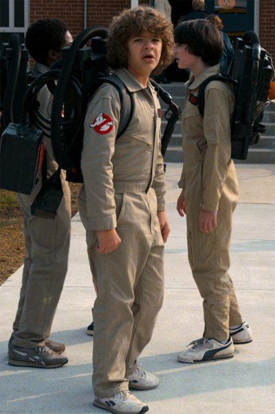 Meninos de Stranger Things viram Caça-Fantasmas na primeira foto da 2ª temporada