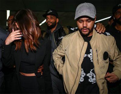 Selena Gomez chega em São Paulo com o namorado The Weeknd, que vai cantar no Lollapalooza